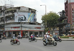 street scenes in Saigon
