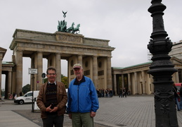 Eta and Roland at the Brandenburg Gate