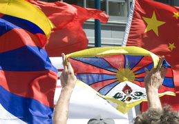 Tibetan and Chinese flags