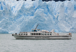 tourist boat in front of the PErito Moreno glacier